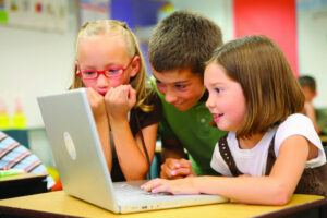 technology encourages collaborative learning