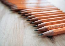 a group of pencil lined up