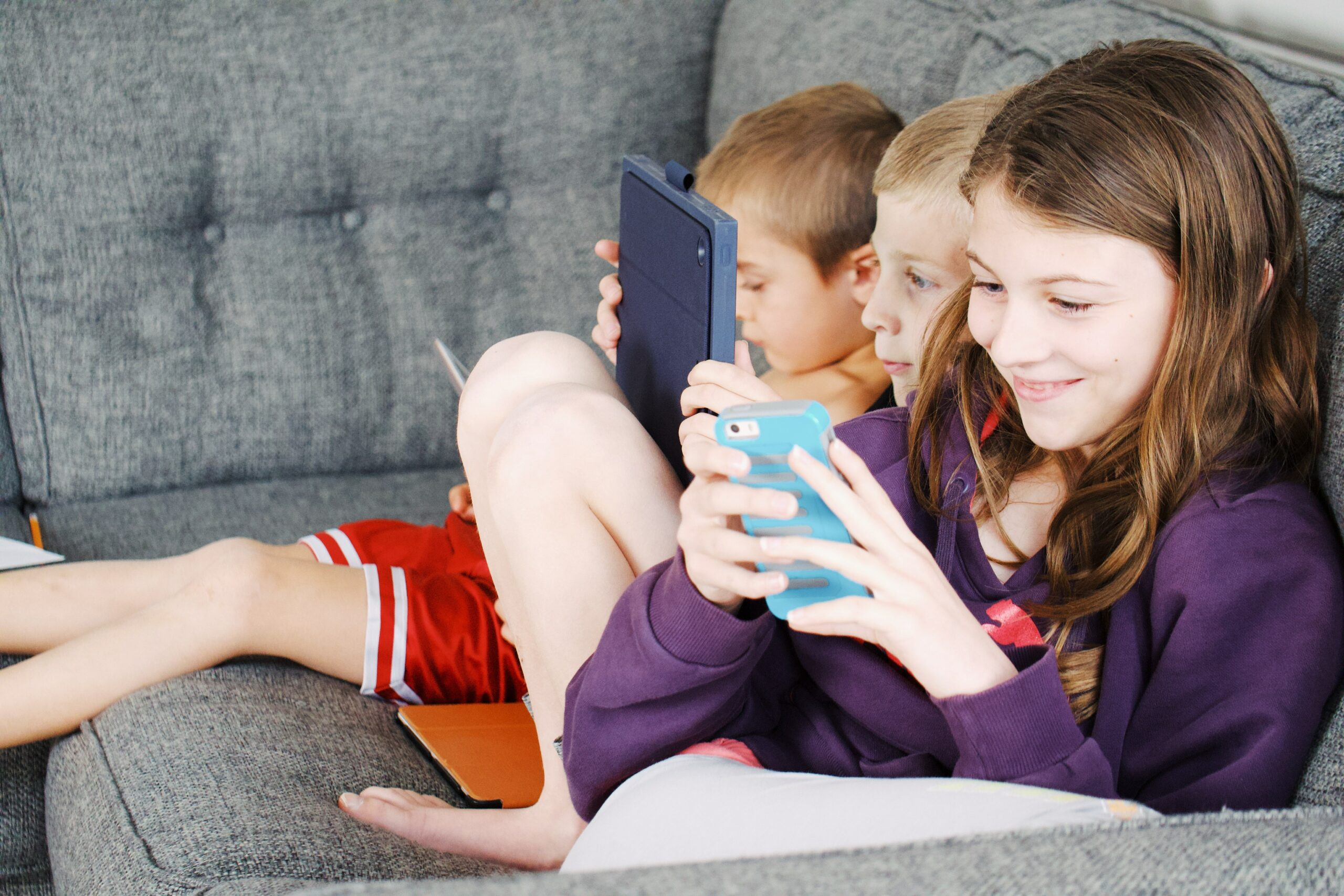 kids using their mobile devices