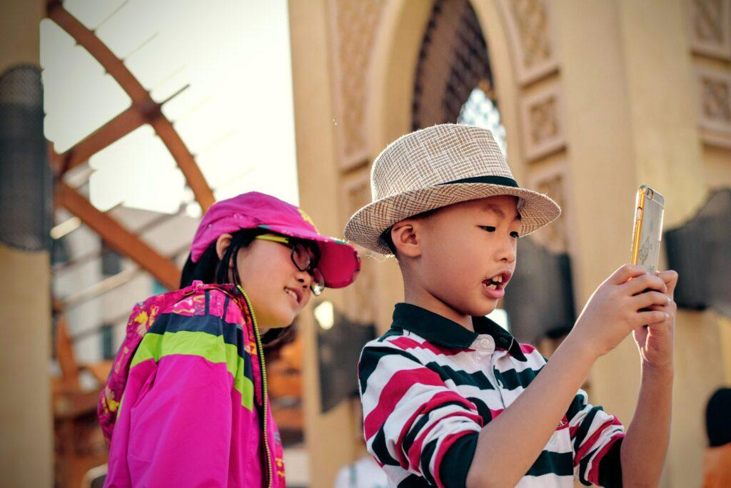 guide children in using gadgets